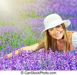 mooi, lavendel, dons, akker, vrouwlijk, het liggen, vrolijke
