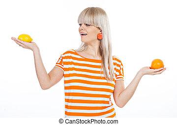 mooi, meisje, fruit, kies, tussen