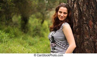 mooi, meisje, kijken naar van het fototoestel, in, platteland, 2