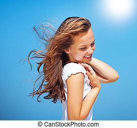 mooi, meisje, op, blauwe , sky., gezonde , het wapperen, haar