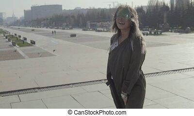mooi, meisje, op de straat