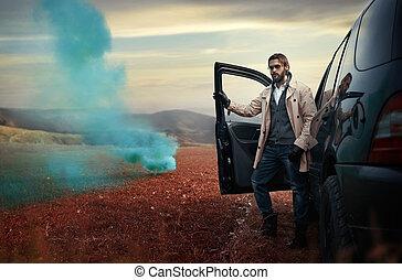 mooi, modieus, man, op de straat, naast, zijn, auto