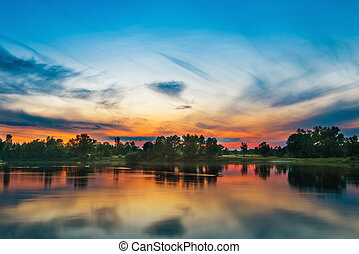 mooi, ondergaande zon , boven, een, groot, rivier