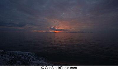 mooi, ondergaande zon , op, zwaaiende , zee, aanzicht, van, bovenzijde, dek, van, verhuizing, scheepje, kruiser