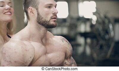 mooi, oor, vrouw, kussen, achter, bodybuilder, zij, smile.