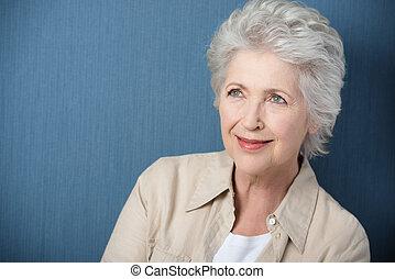 mooi, oude vrouw, dagdromen