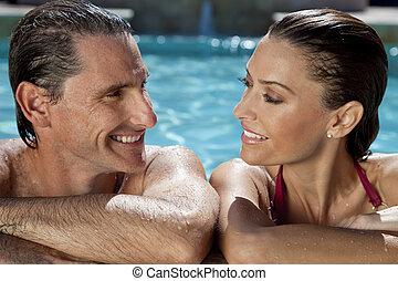 mooi, paar, relaxen, in, zwembad, met, perfect, glimlachen
