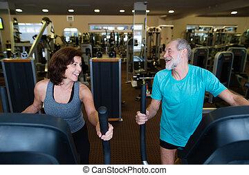 mooi, passen, senior koppel, in, gym, doen, cardio, werken,...