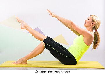 mooi, pilates, instructeur, met, gele, yoga mat
