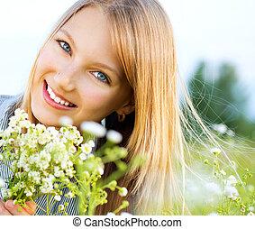 mooi, relaxen, meisje, outdoors., glimlachen gelukkig