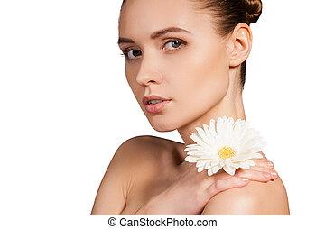 mooi, schouder, vrouw, natuurlijke , vasthouden, haar, beauty., shirtless, jonge, vrijstaand, het kijken, terwijl, bloem, achtergrond, witte , fototoestel