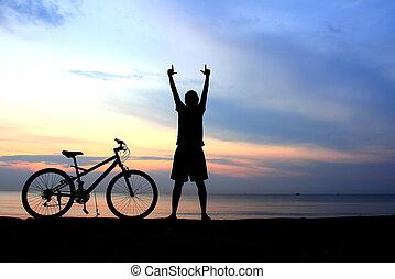 mooi, silhouette, meer, ondergaande zon , rijdende fiets, man