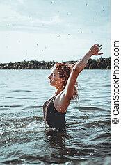 mooi, staand, vrouw, jonge, water.