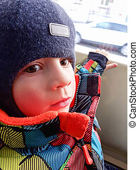 mooi, toddler, jongen, uit kijkend, trein, venster, in, winter.
