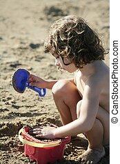 mooi, weinig; niet zo(veel), strand, spelend, meisje