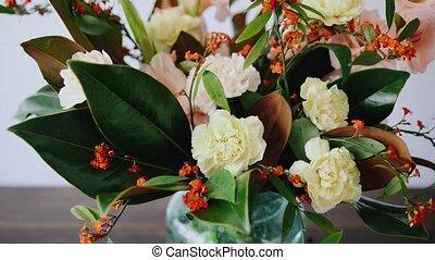 mooi, winkel, vrouw, bouquetten, vase., arrangement., glas,...