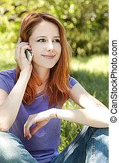 mooi, zomer, beweeglijk, park, telefoon, time., roodharige, meisje