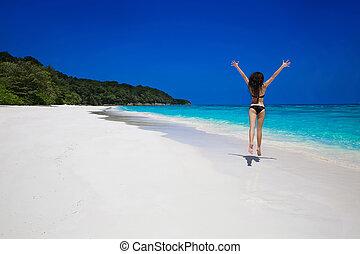 mooi, zomer, brunette, vacation., op, zee, meisje, blauwe , lifestyle., enjoyment., travel., tropische , wit strand, vrouw, sand., kosteloos, springt, exotische , sky., freedom., bikini