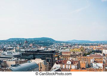 mooi, zomer, luchtopnames, op, oud, boedapest, blauwe , heuvels, space.beautiful, dag, bos, sinaasappel, parlement, daken, zonnig, space., panoramisch, achtergrond, kopie, gebouw, tegel, hungary., aanzicht