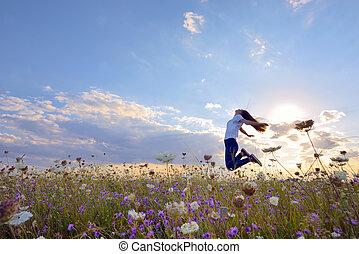 mooi, zomer, meisje, springt, akker