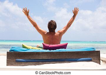 mooi, zomer, strand., ontspannen, armen, rised, lounger, vakanties, man, het genieten van, luxe