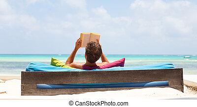 mooi, zomer, strand., ontspannen, boek, vakanties, man, lounger, het genieten van, lezende , luxe