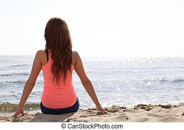 mooi, zomer, vrouw zitten, zon, jonge, space., feestdagen, het kijken, het genieten van, zand, model, kopie, strand, vrolijke
