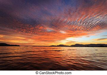 mooi, zonsondergang strand, in, phuket, thailand