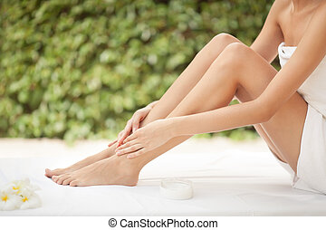 mooie vrouw, benen, cream.