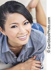mooie vrouw, chinees, oosters, aziaat, het glimlachen