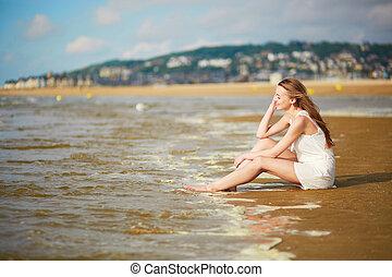 mooie vrouw, haar, vakantie, jonge, het genieten van, zee, oceaan, of