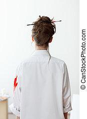 mooie vrouw, hemd, achterkant, witte , schilder, aanzicht