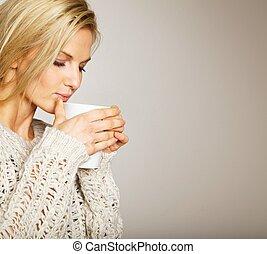 mooie vrouw, het genieten van, de, coffee's, aroma