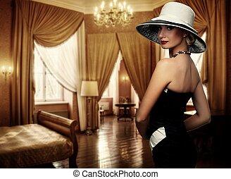 mooie vrouw, in, hoedje, in, luxe, room.
