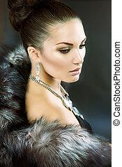 mooie vrouw, in, luxe, pelsjas