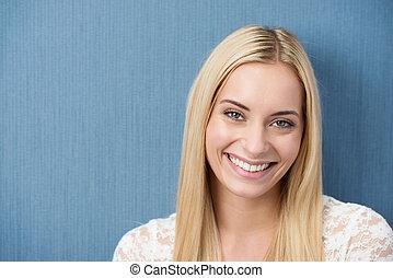 mooie vrouw, jonge, blonde , het charmeren