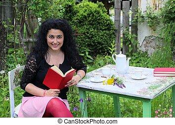 mooie vrouw, jonge, buiten, het poseren, boek, rood