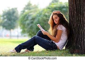 mooie vrouw, jonge, magazine, verticaal, lezende