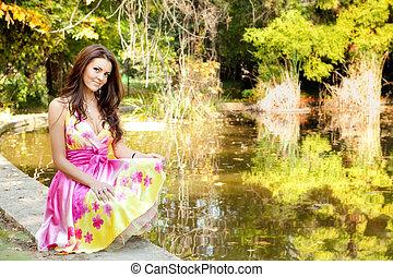 mooie vrouw, kleurrijke, elegant, buiten, jurkje