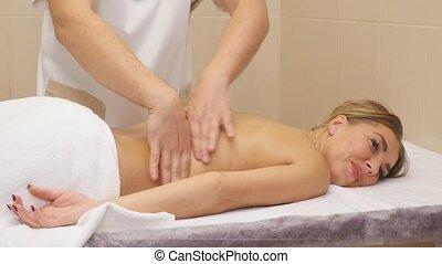mooie vrouw, krijgen, jonge, back, spa, masseren