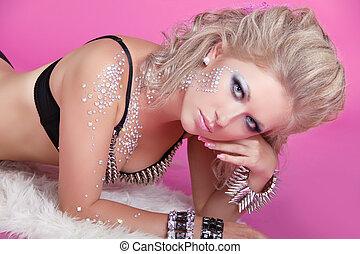 mooie vrouw, kunst, juwelen, beauty., stilerend haar, avond, make-up., foto, mode