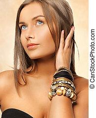 mooie vrouw, met, armbanden