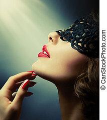 mooie vrouw, met, black , kant, masker, op, haar, eyes