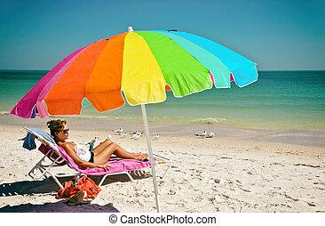 mooie vrouw, op het strand