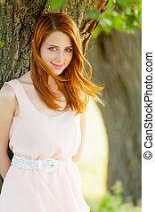 mooie vrouw, park, boompje, jonge, prachtig, achtergrond, verticaal
