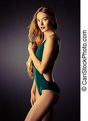 mooie vrouw, prachtig, langharige, swimsuit., het poseren, sensueel