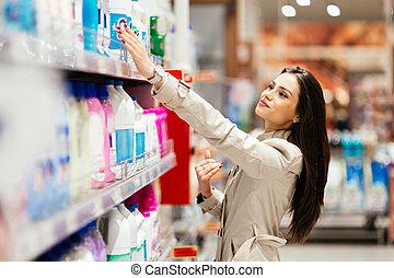 mooie vrouw, shoppen , in, supermarkt