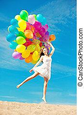 mooie vrouw, sky., positief, nature., buitenshuis, jonge, tegen, handen, ainbow, modieus, het glimlachen, ballons, meisje, enjoying.