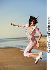 mooie vrouw, strand, jonge, springt