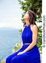 mooie vrouw, zittende , foto, griekenland, boompje, jonge, bloeien, trap